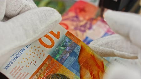 sahte : CHF investigation close up, swiss francs, Switzerland
