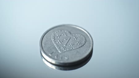 Латвия : 1 lats 2011 - Gingerbread heart Closeup Coin of the Latvian republic