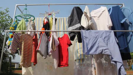 szárítókötél : clothes hang on an outdoor clothesline to dry Stock mozgókép