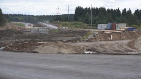 wysypisko śmieci : detour the road to the construction of sand. moving on the road. Sand works. Wideo