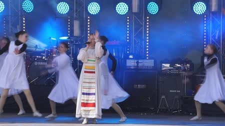 The first Russian prepared theater of Russian song. Dance in big national costumes-Russia Berezniki 26 may 2018. Vídeos