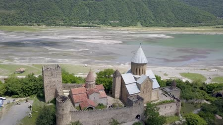 Famous georgian sightseeing - Aerial panorama of the Aragvi River in Georgia Wideo