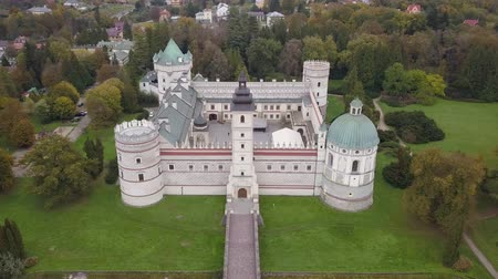 nobreza : Aerial view to Krasicki Palace in Krasiczyn. The castle has been visited by many Polish kings