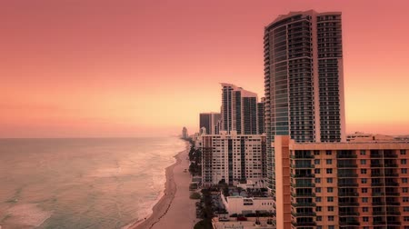 tropikal iklim : Florida Twilight Aerial Coastline filmed in 4K Stok Video