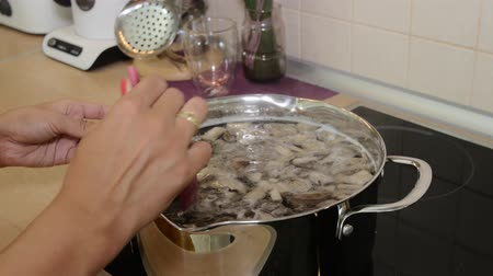 yemek tarifi : Cooking of mushroom soup. Recipe Stok Video