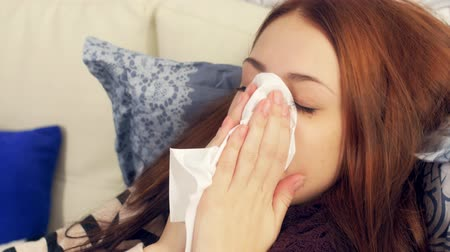 nariz : Sick woman in bed blowing nose in  paper tissue Vídeos