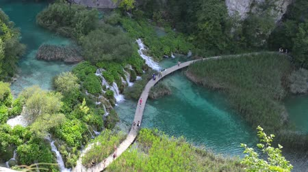 mudança : Wooden Trail in Plitvice National Park in Croatia
