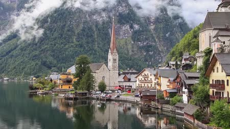 austríaco : Hallstatt village in Austrian Alps - zoom in video Vídeos