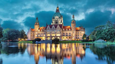 hanover : New City Hall of Hannover reflecting in water in the evening  (static image with animated sky) Stock Footage