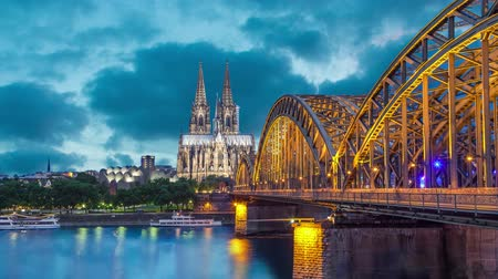 kolínská voda : Cologne Cathedral and Hohenzollern Bridge in evening. Cologne, Germany (static image with animated sky and water)