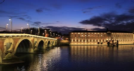 Pont Neuf (New Bridge) and renovated building of former Toulouse hospital at dusk, Toulouse, France Стоковые видеозаписи