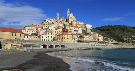 Лигурия : Cervo - medieval hilltop town in Liguria, Italy (static view from seaside)