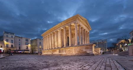 Maison Carree - restored roman temple in Nimes, France (static image with animated sky) Стоковые видеозаписи
