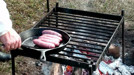 kamp ateşi : Cooking Sausage at a camp fire