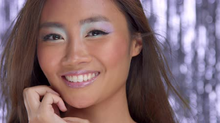 zvýrazňovač : thai asian model smiling to the camera wear colour highlight eyeshadows