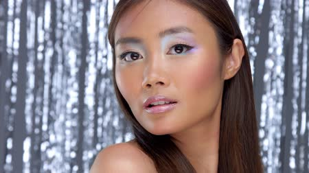 zvýrazňovač : pretty asian young model with party makeup poses to a camera