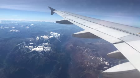 földközi tenger : Alps Mountain Range seen from plane