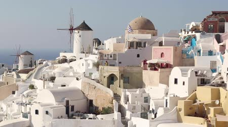 УВР : Windmill in Oia, Santorini, Greece Стоковые видеозаписи