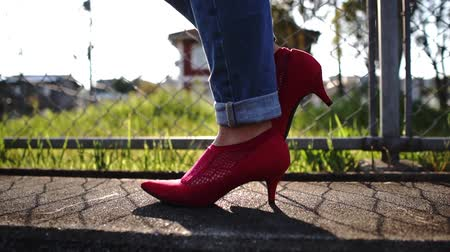 brim : woman walking with red shoes