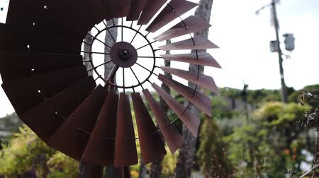 Tinplate windmill video Stock mozgókép