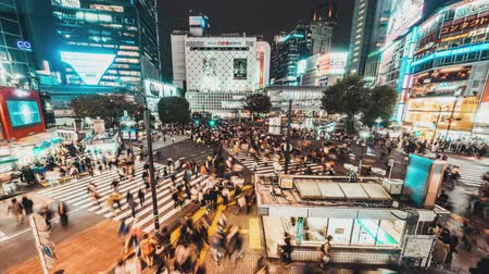 martwa natura : Tokyo, Japan - Nov 3, 2019: 4K Time-lapse of Shibuya scramble crossing, crowded people, car traffic transport at night, zoom out then still. Tokyo tourism, Japan transportation, Asia city life concept Wideo