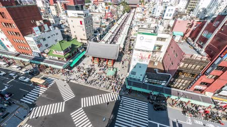 senso ji : Tokyo, Japan - Nov 4, 2019: time-lapse of people walking, car transportation in Asakusa, Senso-ji temple, Kaminarimon and Nakamise road. Tokyo landmark, Japan travel, or Japanese city life. Zoom out Stock Footage