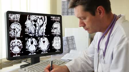 рентгенологическое : Doctor looking on CT scan at workplace Стоковые видеозаписи
