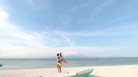 рука : Just married couple having fun at the beach of tropical island Nusa Lembongan, Indonesia. Asia. The volcano Agung on the background. Awesome sky and clouds, ocean, white sand and nobody around.