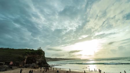 vízválasztó : Time lapse of cloudscape during sunset. Dreamland beach, tropical Bali island, Indonesia.