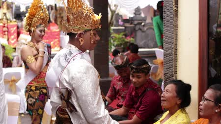nimet : BALI, INDONESIA - AUGUST 17, 2018: People on a traditional balinese wedding ceremony, Indonesia.