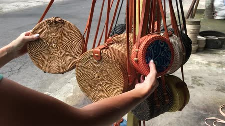 rotáng : Woman choosing rattan eco bags in the art shop on Bali island, Indonesia. Woman stylish eco bag.