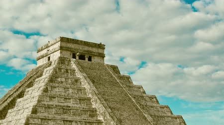 pyramida : Time-lapse of the mayan ruins. Pyramid in Chichen Itza, Temple of Kukulkan. Yucatan, Mexico