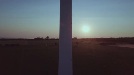 ambientalmente : Wind turbine close up in front of the setting sun Wind Power
