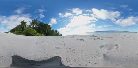 óceánok : Tropical island beach in 360 degrees (Maldives) Virtual Reality Stock mozgókép
