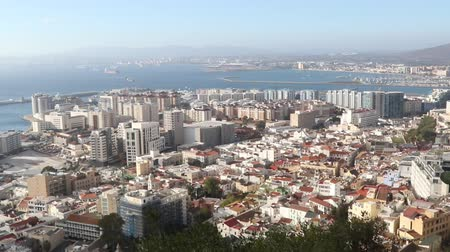 pináculo : Gibraltar, United Kingdom, 3rd October 2018:-The town and harbour of Gibraltar viewed from up the Rock. Gibraltar is a British Overseas Territory located on the southern tip of Spain.