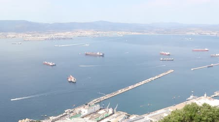 pináculo : Gibraltar, United Kingdom, 1st October 2018:-The town and harbour of Gibraltar viewed from up the Rock. Gibraltar is a British Overseas Territory located on the southern tip of Spain.