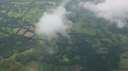 bílé mraky : v4. Side view shot of flying above scattered clouds through England.