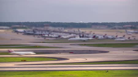 pist : v10. Time lapse of airplane traffic at the worlds busiest airport.