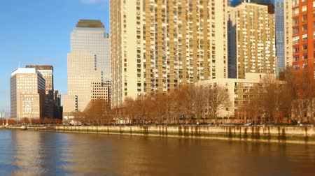 múlt : v7. New York City waterfront with view of financial district.