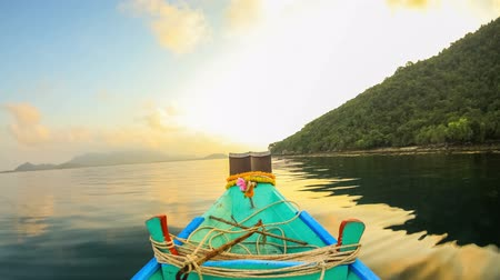 natura : v23. Boat ride time lapse around a small island near Ko Samui, Thailand in the early morning. Wideo