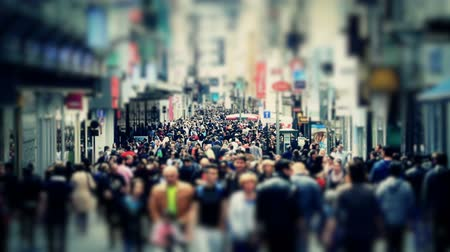város : v53. City pedestrian traffic shot on a busy Brussels shopping street using a tilt shift effect and added color correction.
