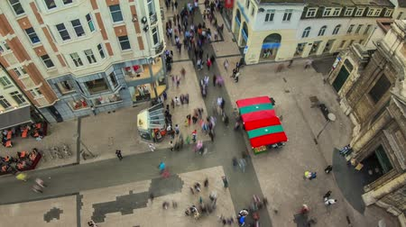 indústria : v41. City pedestrian traffic time lapse of busy Brussels shopping streets.