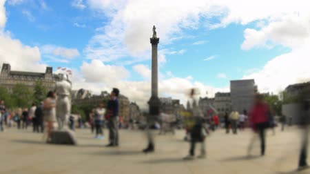 gyalogos : v66. Zooming city pedestrian traffic time lapse clip in London using a fisheye lens.