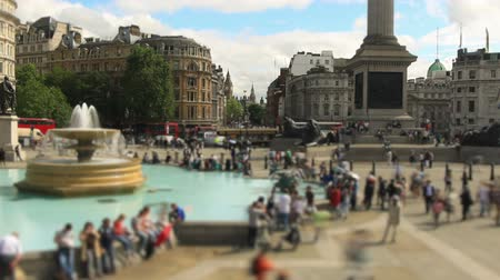 londyn : v69. Panning city pedestrian traffic time lapse clip in London.