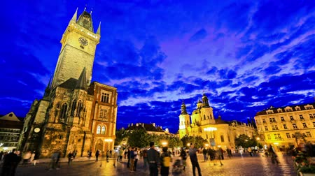 cseh : v103. City and pedestrian traffic time lapse of Old Town Square in Prague.
