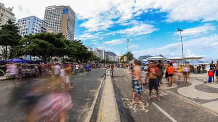 бразильский : v114. Zooming city pedestrian traffic time lapse at Copacabana Beach in Rio De Janeiro, March 1st 2014. Стоковые видеозаписи