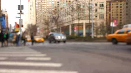 дорожный знак : v8. City traffic in Manhattan using a tilt shift lens. Стоковые видеозаписи