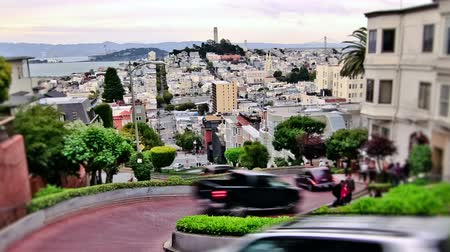 múlt : v20. Zooming city traffic time lapse of the crooked street in San Francisco.