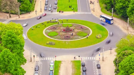 ingázó : v44. City traffic time lapse of roundabout intersection in Brussels.