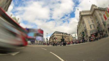 światło : v50. City traffic time lapse clip in London using a fisheye lens.